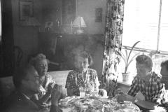 På privat selskap hos lensmann Kvarenes juli 1959. Kvarenes var en god venn av min far